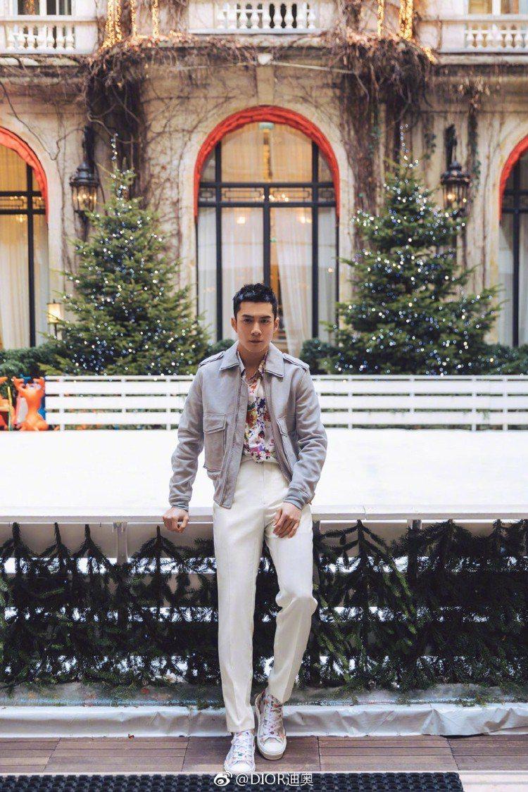 Dior品牌的香氛大使韓東君也代表出席2019秋冬男裝大秀。圖/取自微博