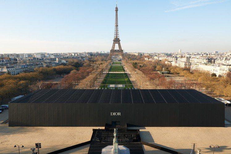 迪奧2019秋冬男裝秀於巴黎鐵塔前舉辦。圖/Dior提供