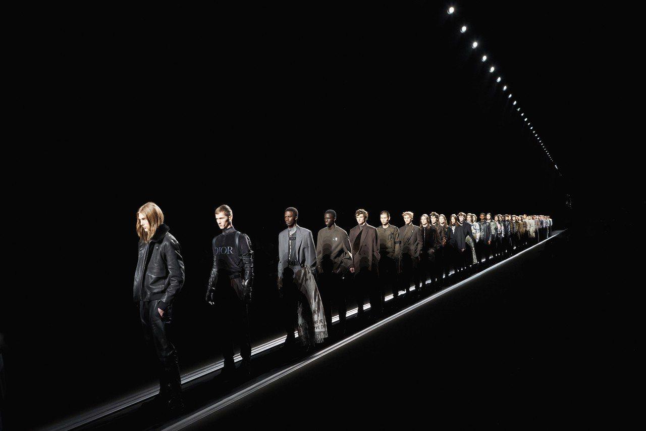 巴黎男装周/Dior输送带运雕像男模高订也很庞克