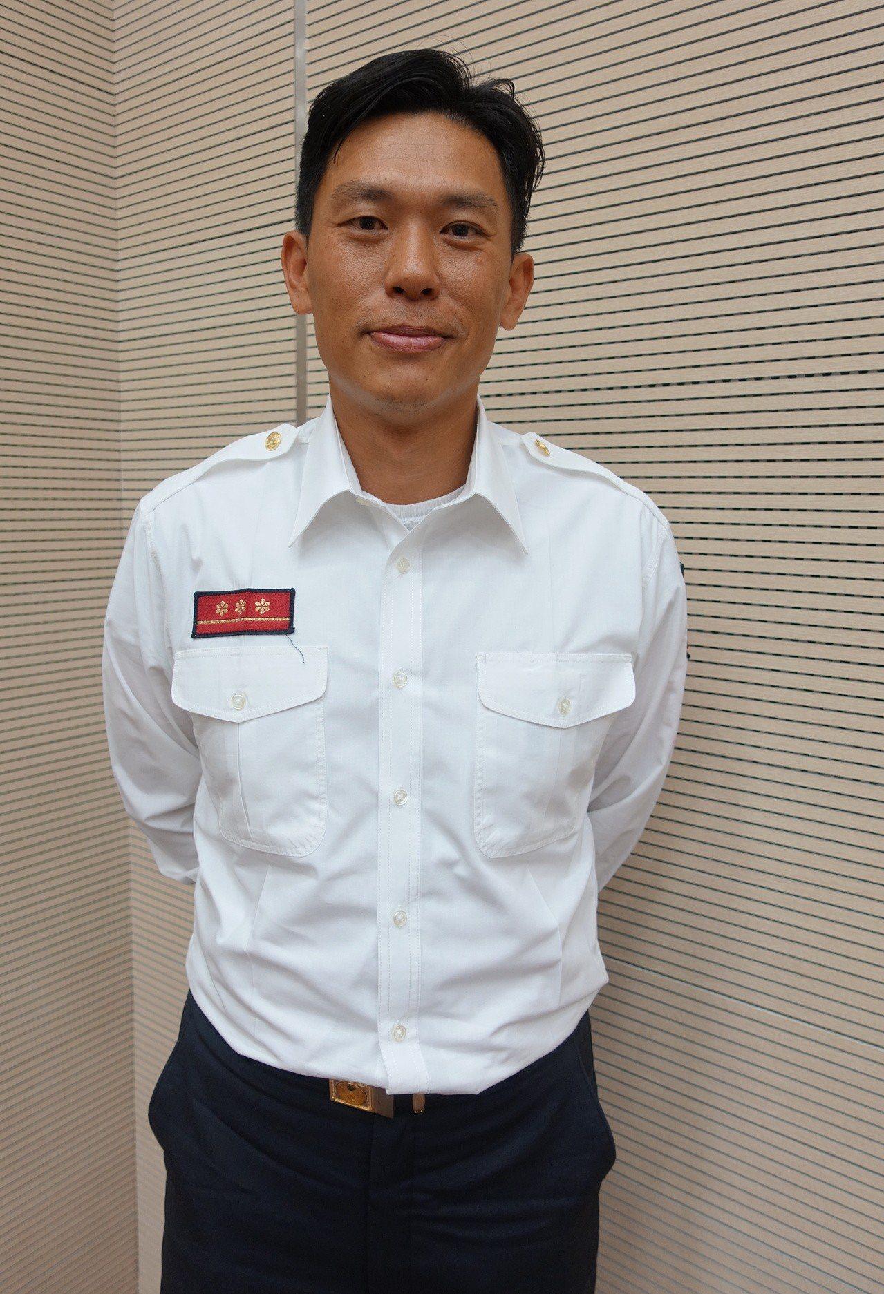 高市消防局特搜中隊隊員陳孟弘獲得108年度績優消防人員。記者劉星君/攝影