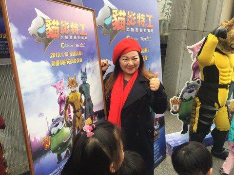 白冰冰力挺台灣動畫電影「貓影特工」、出席公益包場。她代言高雄觀光被批評「質感不高」,幽默回應:「怎麼那麼厲害一眼就看出來,我從來就不走質感高的路線,一直都是俗擱有力、蓋高尚。」有傳高雄市長韓國瑜可能...