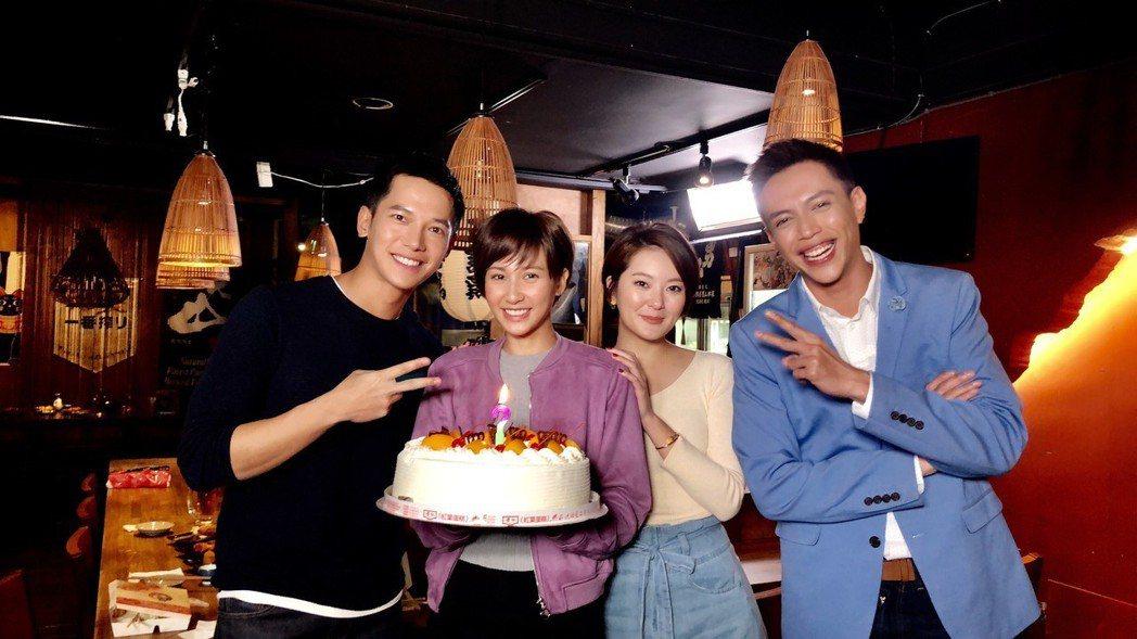 鄭亞過生日,鯰魚哥(右起)、楊雅筑、梁瀚名開心為她慶生。圖/凱渥提供