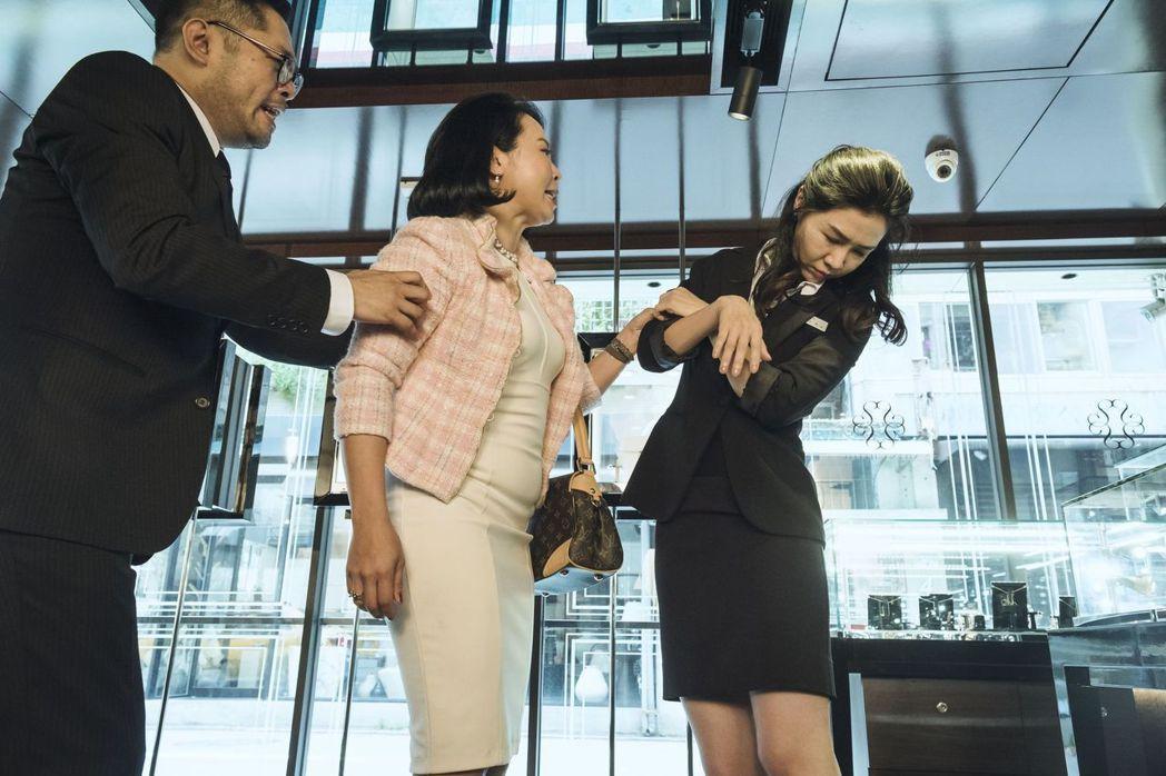 謝盈萱演出「魂囚西門」,戲裡被男鬼附身、性格大變。影片/公視提供