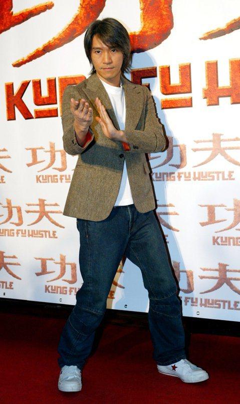 周星馳自從拍完「長江七號」之後,已有11年未再拍電影,僅是專心執導,最近他推出新片「新喜劇之王」,照樣只導不演,最近有媒體趁他在宣傳期問他,是否會想要再度演電影,他則簡單回應:「算了吧。」似乎表明不...