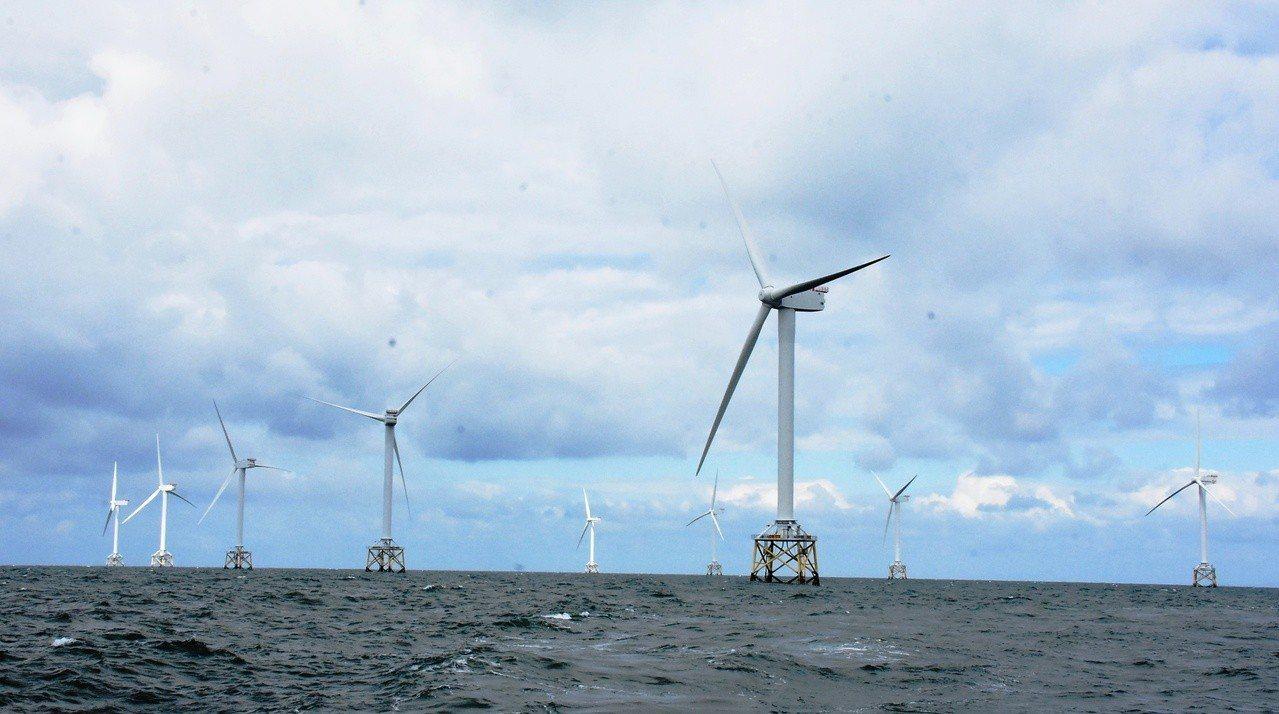 彰化縣積極推動離岸風電,還派員到英國考察離岸風電設置的情況。照片/彰化縣政府提供
