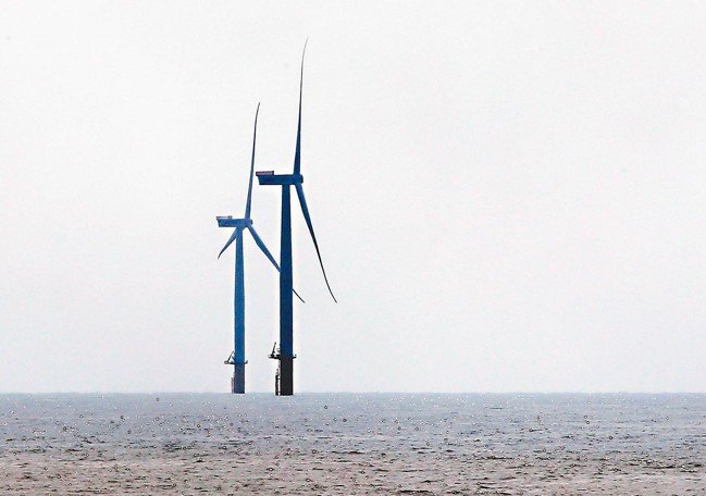 在經濟部、離岸風電開發商、輿論壓力等多方角力下,離岸風電躉購價格如各界預期上調到...