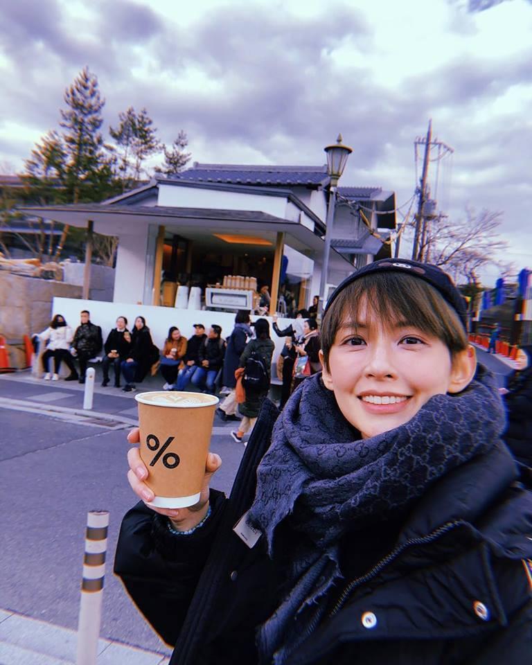 袁艾菲接受男友求婚。圖/摘自臉書
