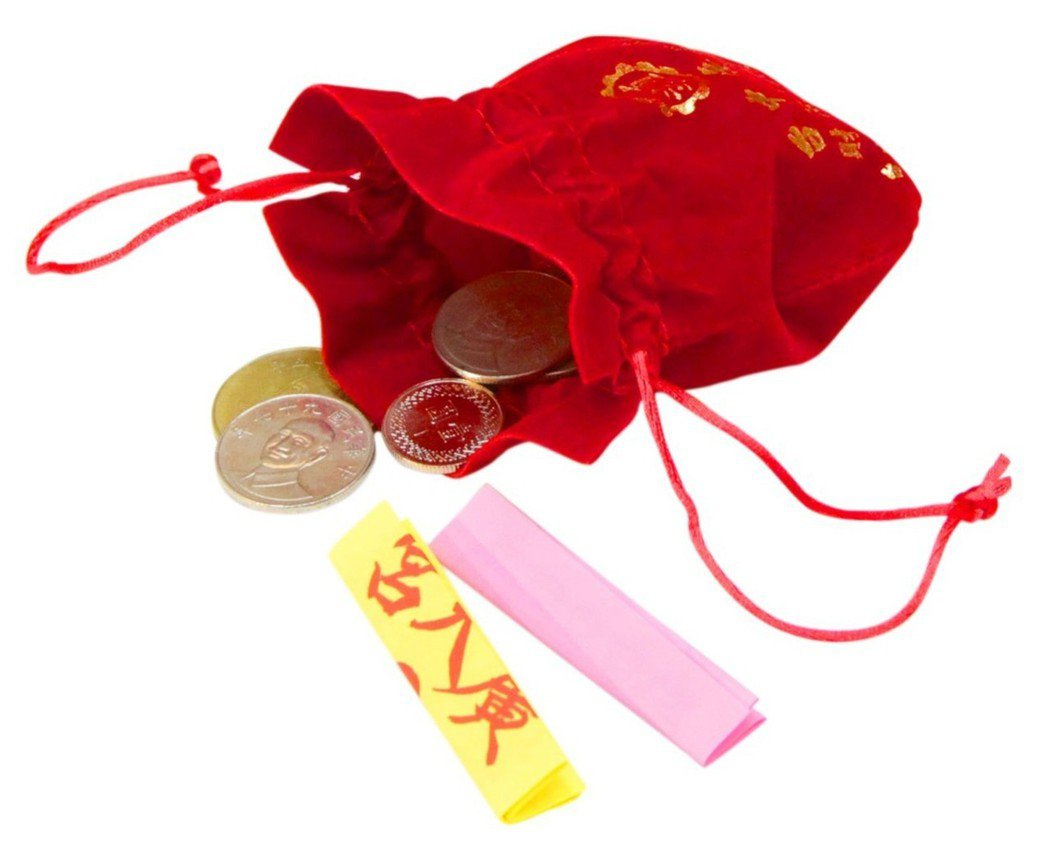 台中市北屯區廣天宮可向財神爺借錢母168元,還附有錦囊妙計是財神爺給信徒的靈籤。...