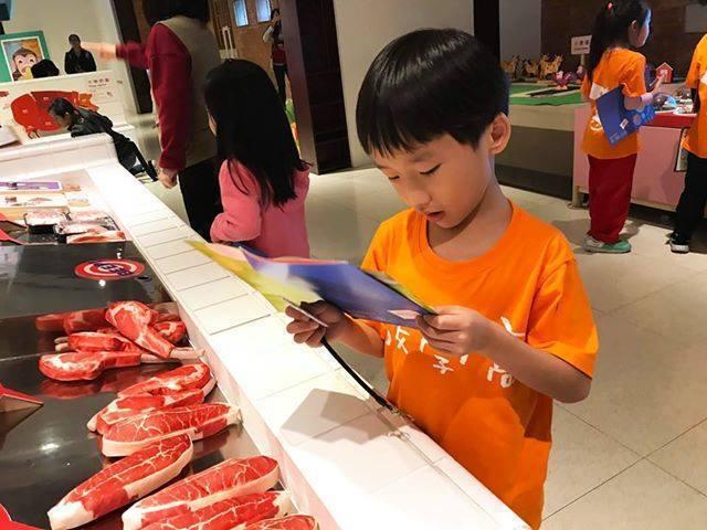 國立台灣博物館南門園區有特展《來Say菜市場》小朋友可體驗逛菜市場買菜。圖/摘自...