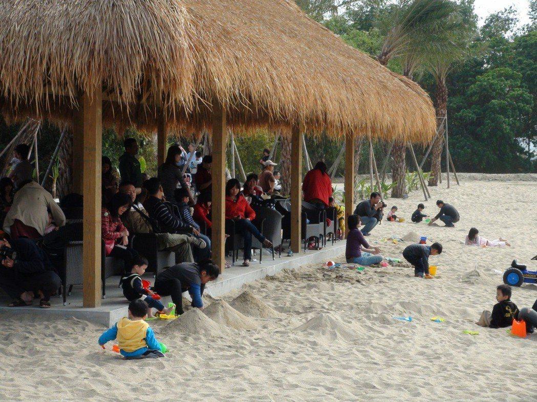 雅聞峇里海岸觀光工廠,有峇里島風情的海灘。圖/聯合報系資料照片