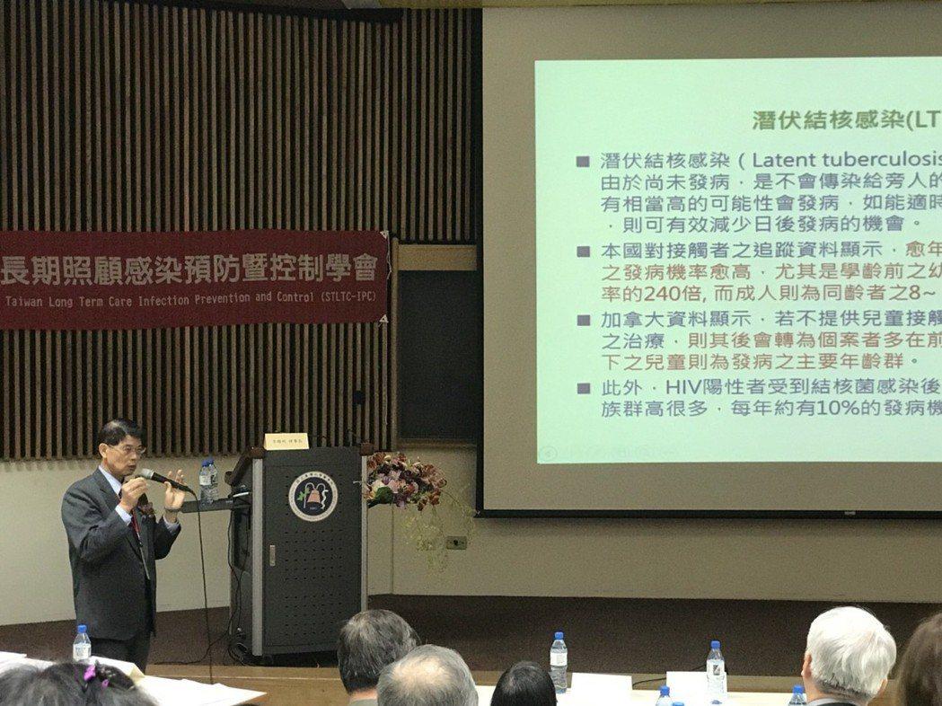 台灣長期照顧感染預防暨控制學會理事長李聰明表示,長照機構的感染率,比起一般醫院來...