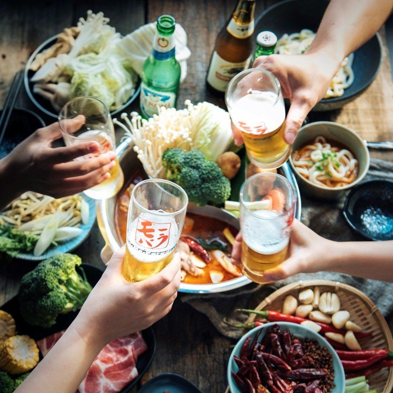 巨城4F Mo-Mo-Paradise壽喜燒鍋,新春每人僅要529元起圍爐吃到飽...