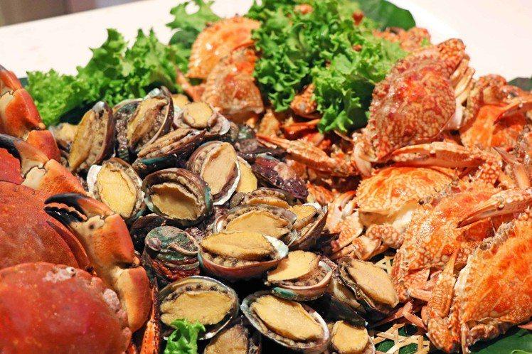 除了龍蝦外,同步提供各種高檔海鮮,最高有12種海鮮可選擇。圖/台北萬麗酒店提供