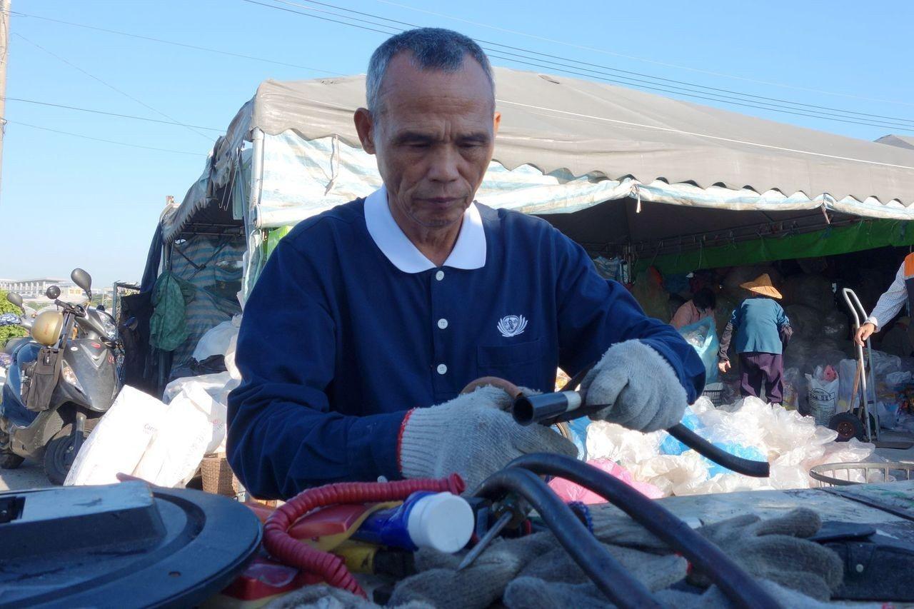 陳榮哲全心全意當慈濟環保志工,幾乎全年無休,愈忙愈帶勁。圖/慈濟基金會提供