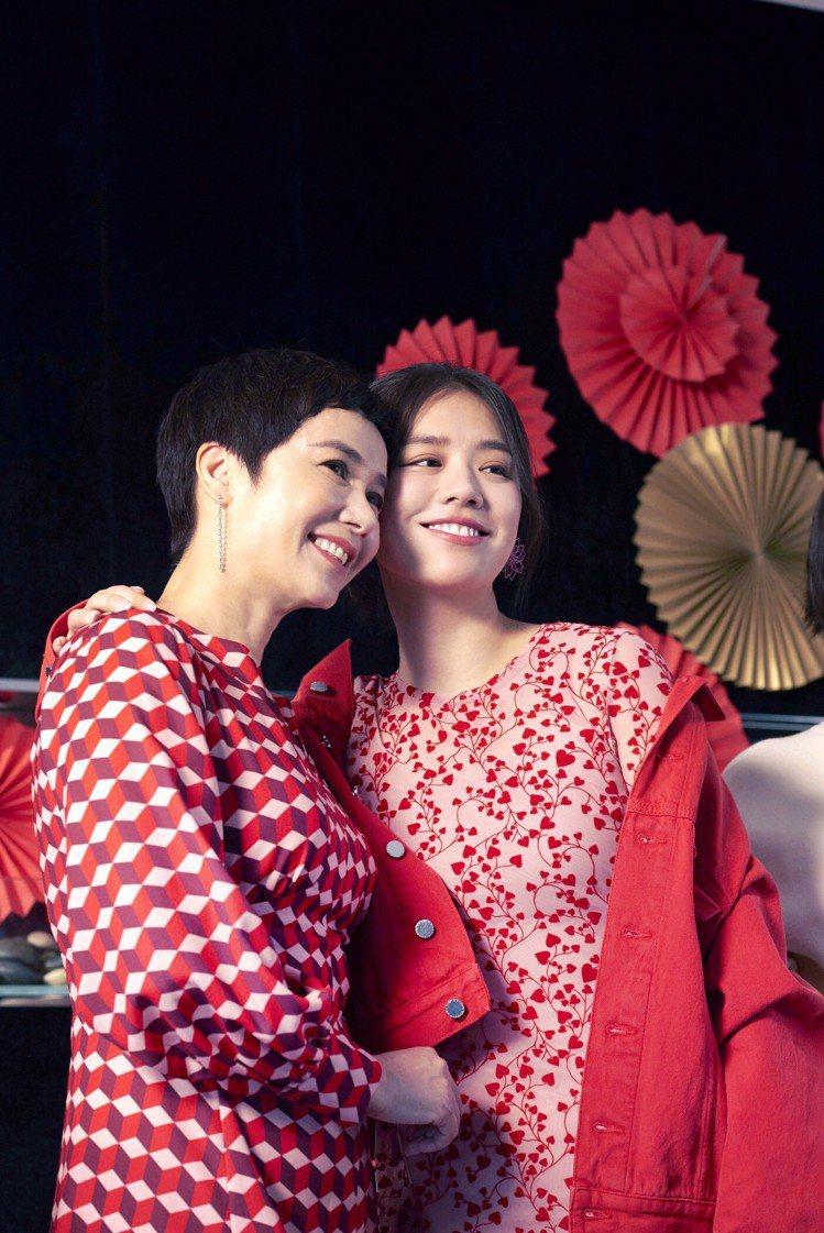 女星蔣雯麗(左)與金馬影后馬思純(右)兩人首度為H&M合體拍攝新春形象廣告。圖/...