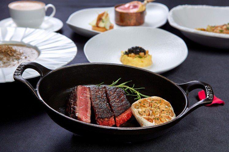 台北國賓飯店A CUT推出情人節大餐,牛排類主餐價位4,100元起。圖/台北國賓...