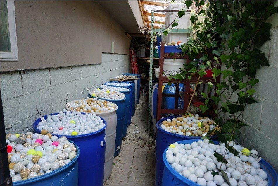 偉柏與父親和友人,2年的清掃行動以來,已經從海底撈出超過5萬顆高爾夫球。The ...