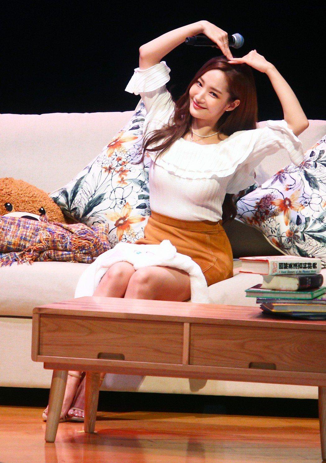 韓星朴敏英見面會晚上開心與影迷碰面。記者陳正興/攝影
