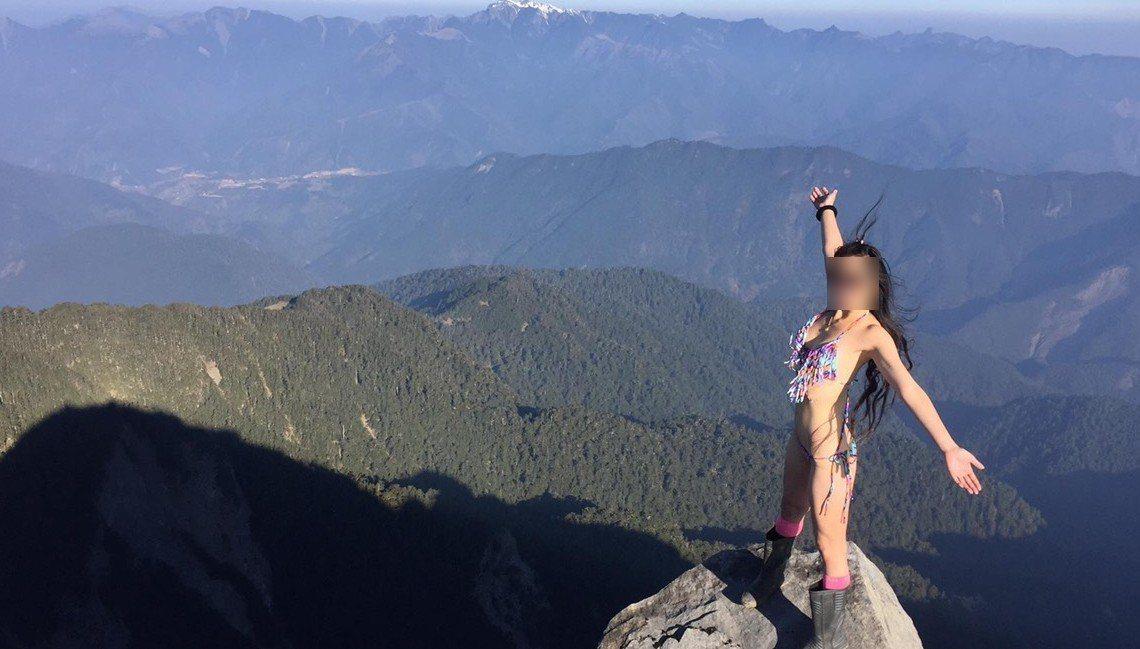 「比基尼登山客」吳姓女山友攀登馬博橫斷時墜谷,但被發現時已死亡。圖/翻攝自臉書