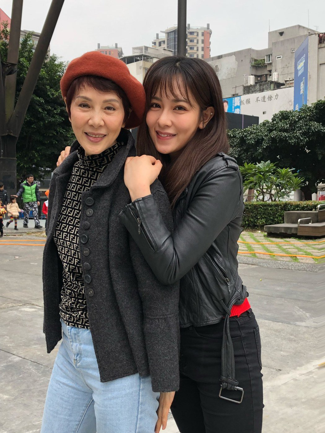 林秀君(左)和女兒丁巧唯,母女倆迷糊成性有得拚。圖/寶麗來提供