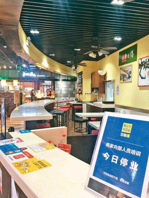 在上海已有十九年歷史的知名連鎖台菜館「千秋膳房」,上個月傳出倒閉消息,兩百多名員...