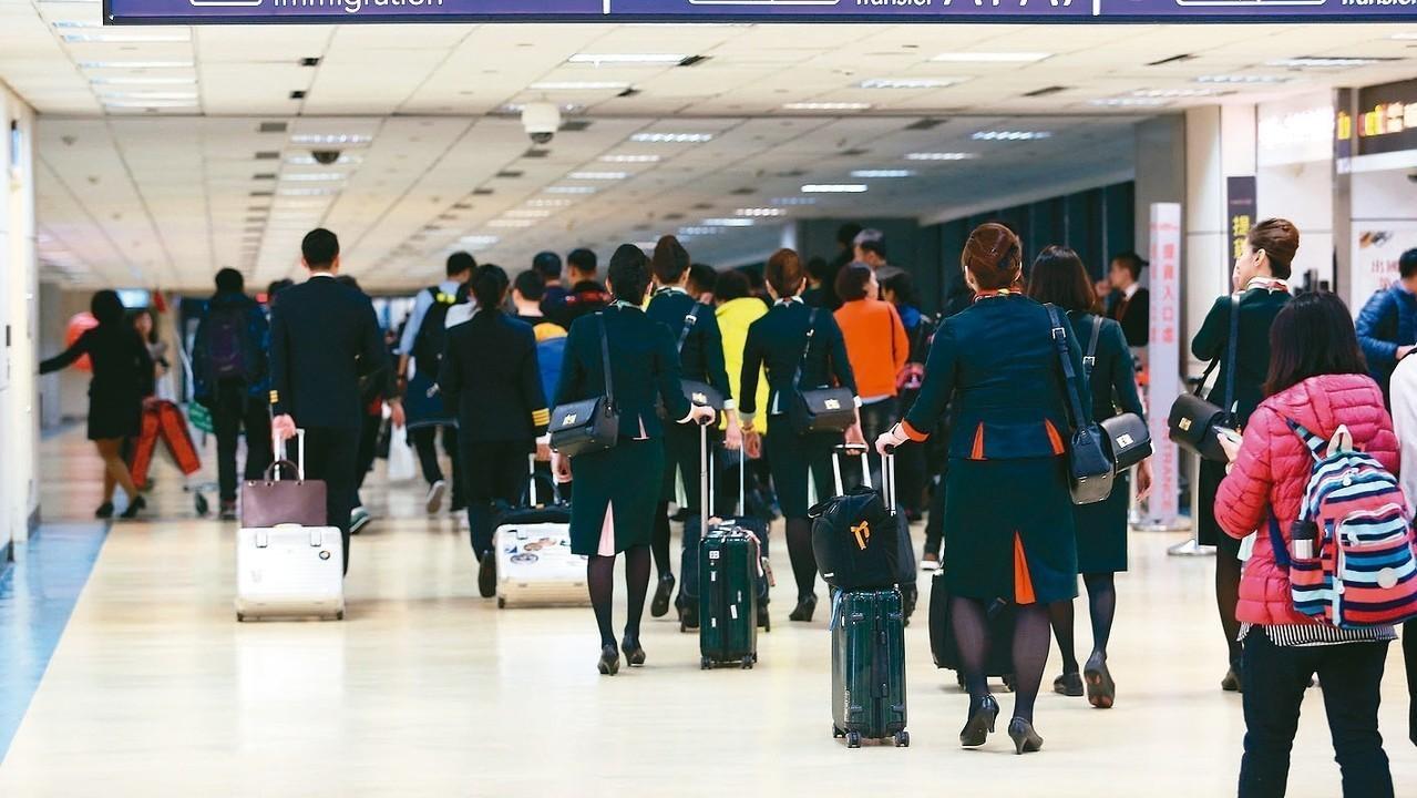 桃園市空服員職業工會確定將在5月13日啟動長榮航空空服員罷工投票。 報系資料照