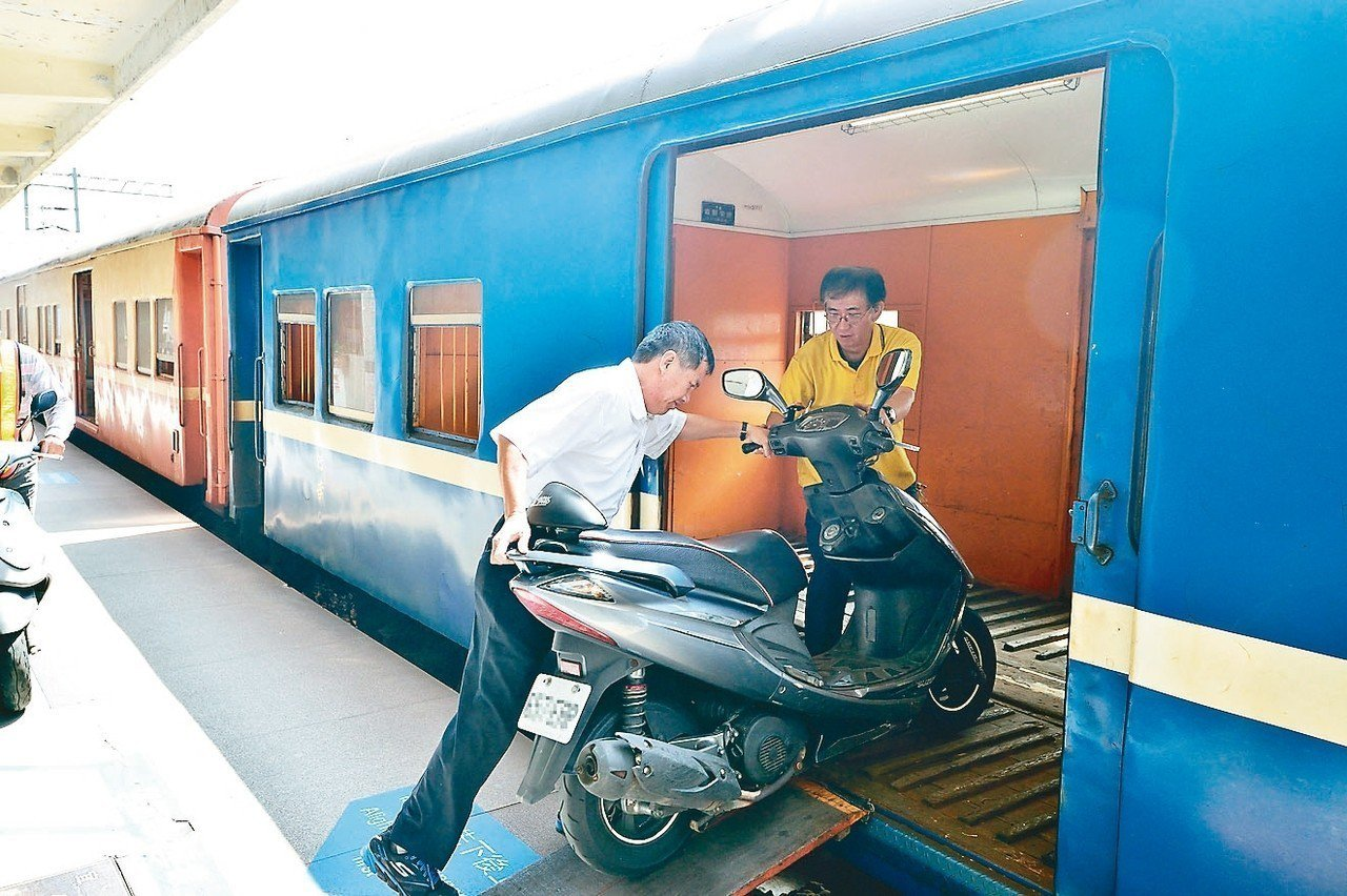 台鐵三月起停辦機車託運。 圖/台鐵提供