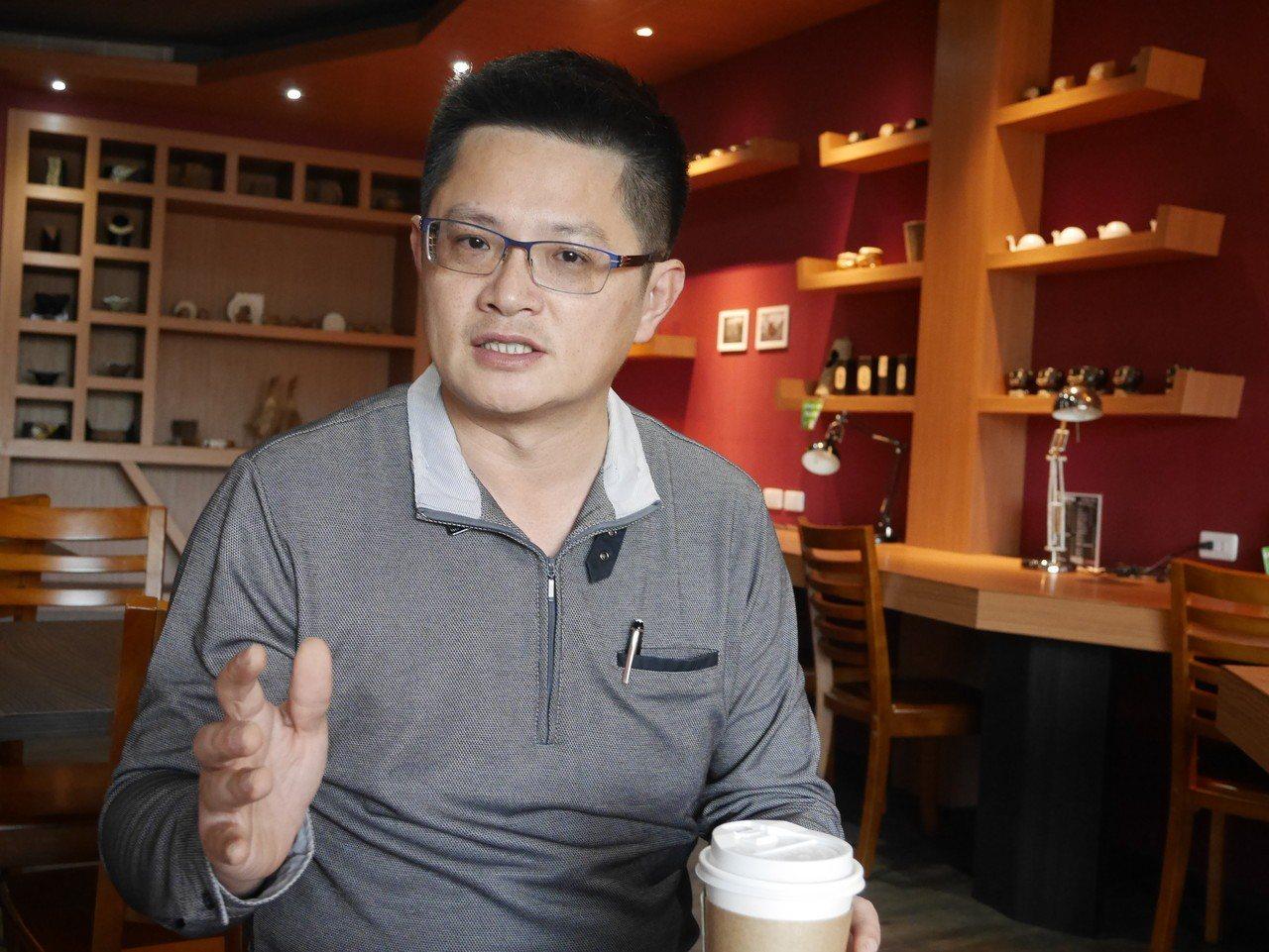 台灣鯖鰺漁業協會秘書長邱嘉進表示,紅火心本來就是他們作業漁場。 記者吳淑君/攝影