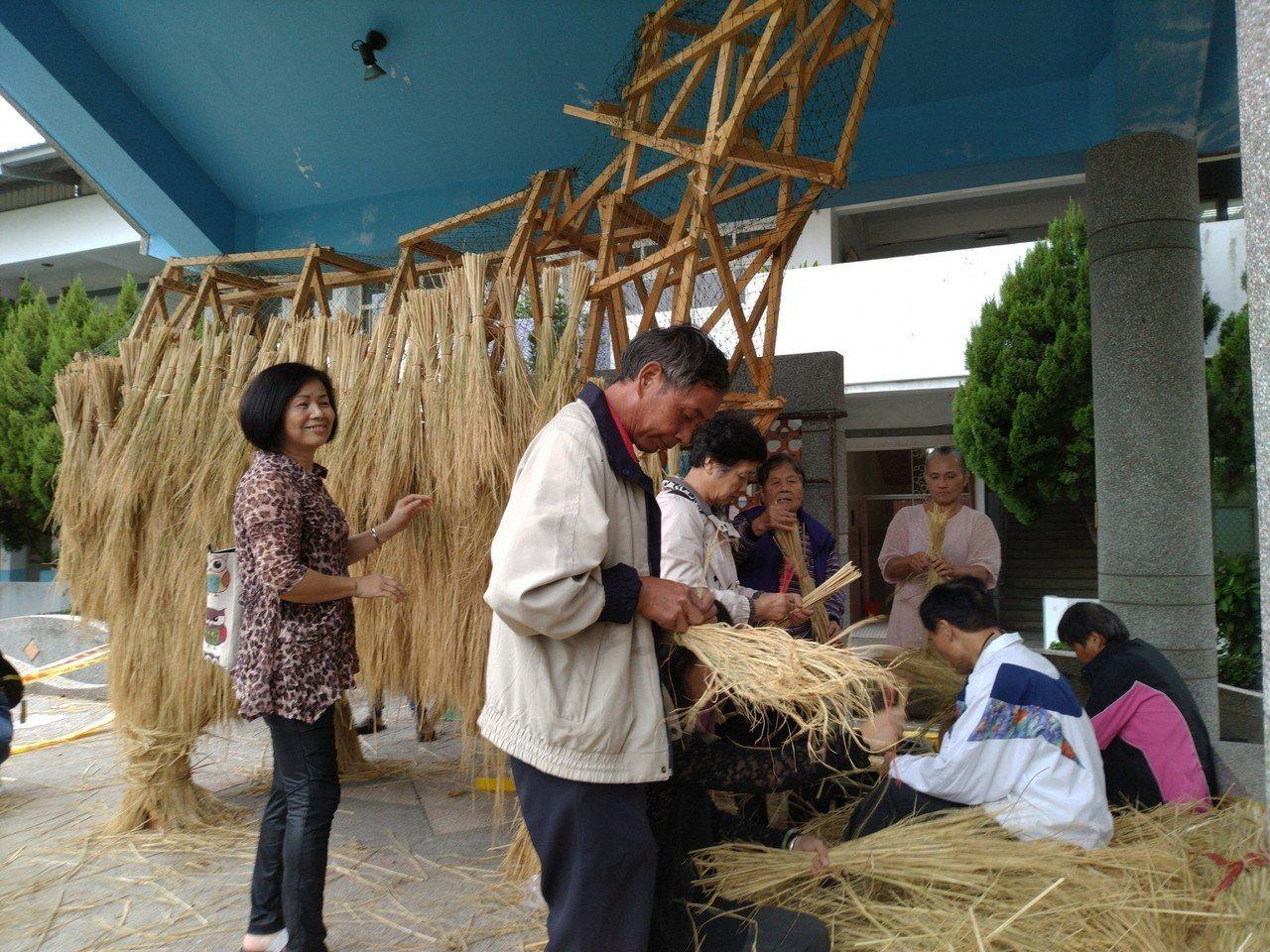 南隘國小處處利用竹與稻,編織出藝術。圖/教育處提供