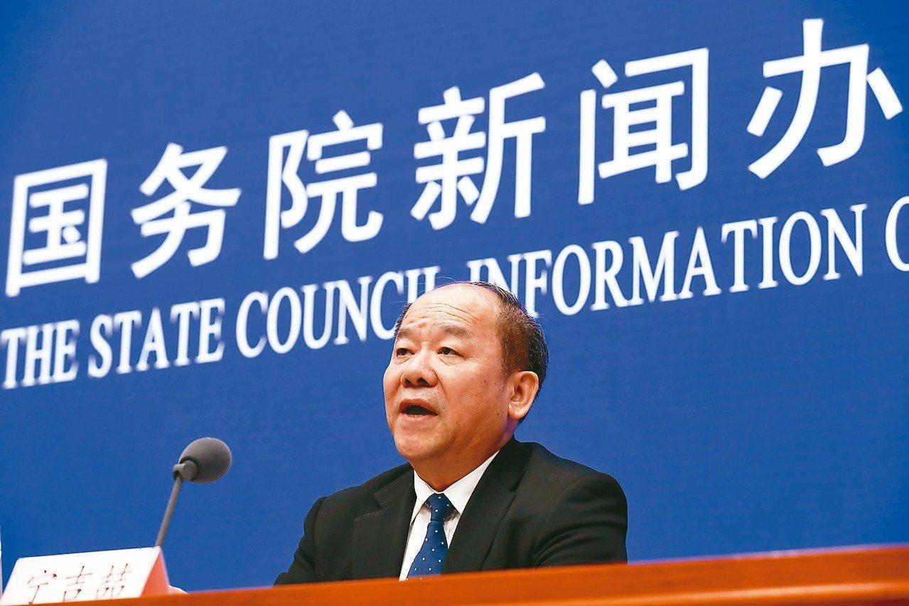 中國國家發改委副主任寧吉喆否認消費降級,表示消費持續擴大的基本面沒有改變。 歐新...