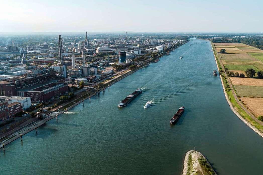 巴斯夫歐洲公司主要的基地位於德國路德維希港,是巴斯夫集團的心臟。這裡大約有250...