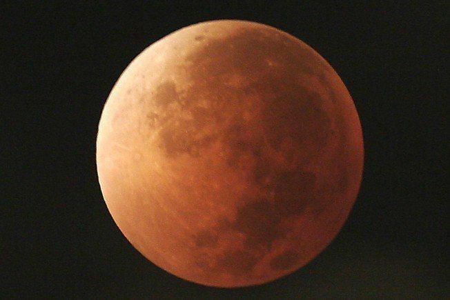 2018年1月31日出現的月全食。美聯社