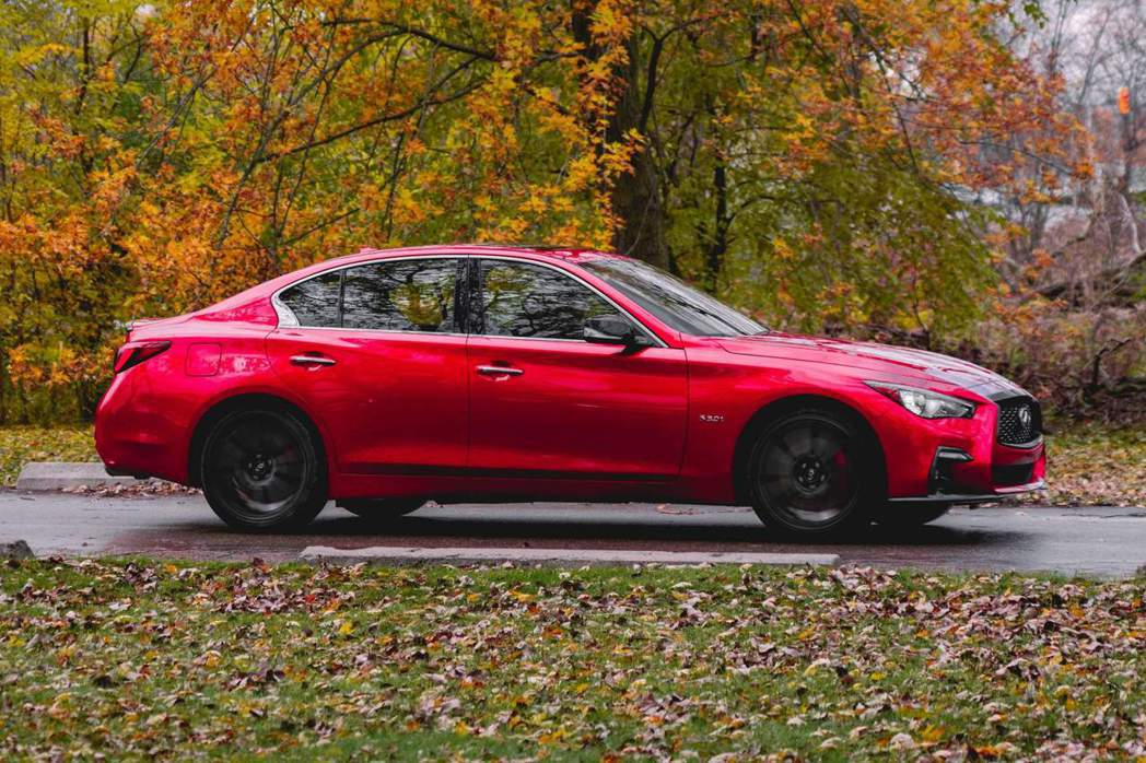 Q50 Red Sport I-Line輪圈也改為19吋亮黑色。 摘自Infin...