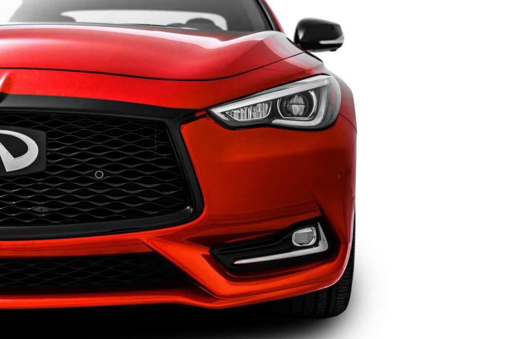 反而Q60 Red Sport I-Line車頭只更換水箱罩顏色,並沒有其他裝飾...