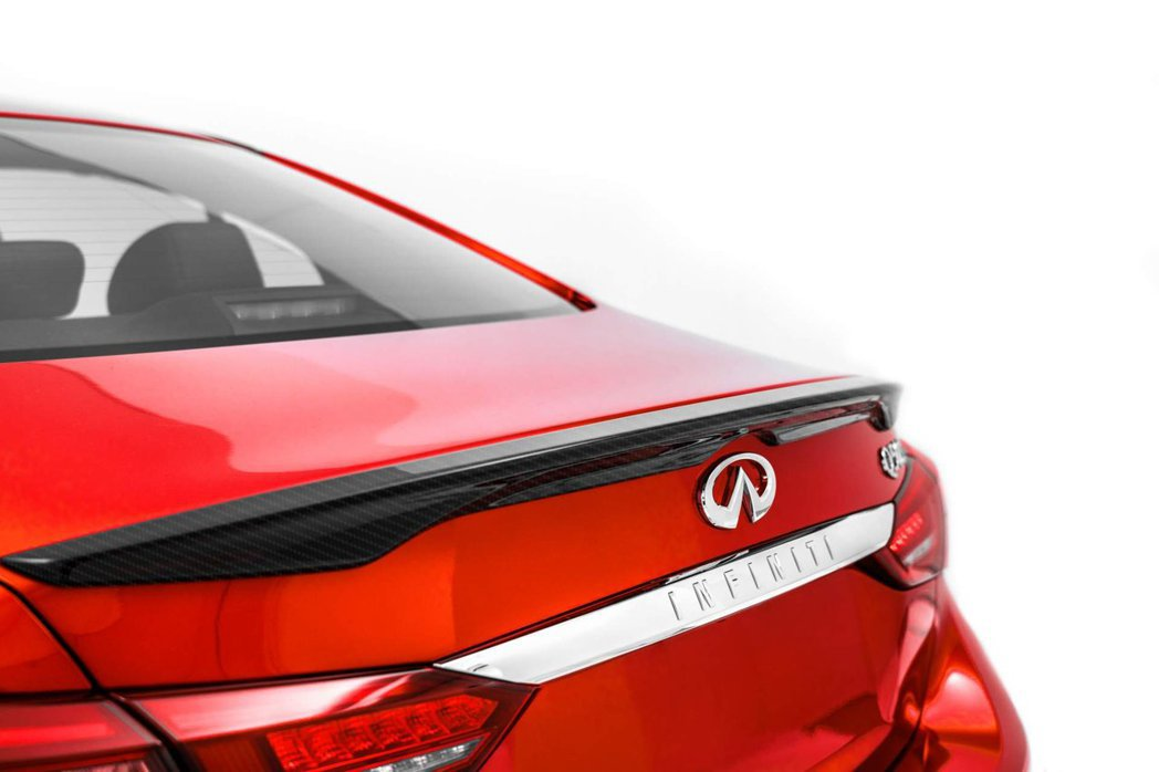Q50 Red Sport I-Line碳纖維小鴨尾。 摘自Infiniti