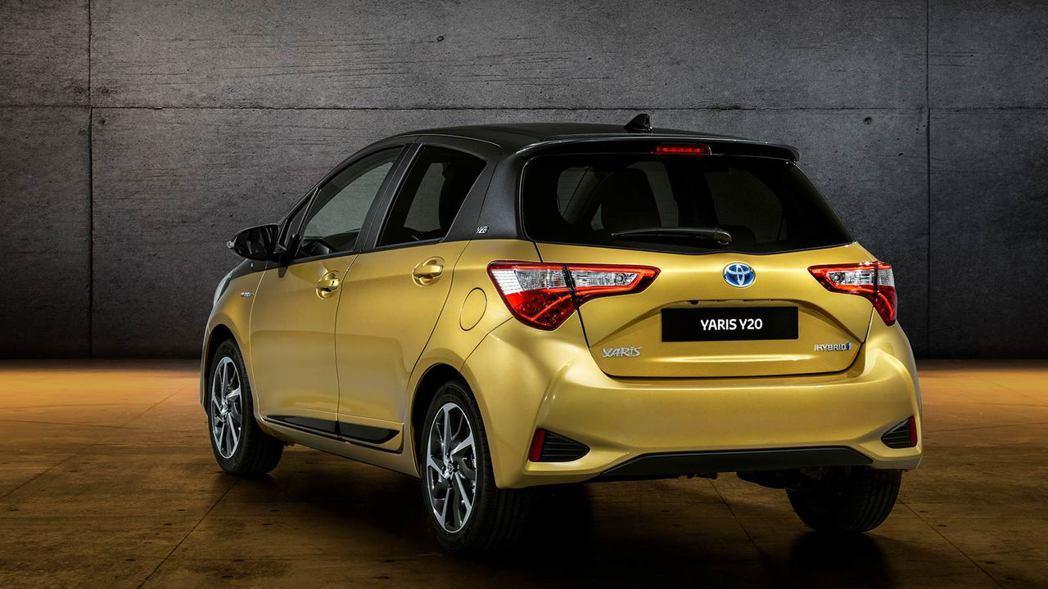 Toyota Yaris Y20紀念版,採用金色與黑灰雙色外觀。 摘自Toyota