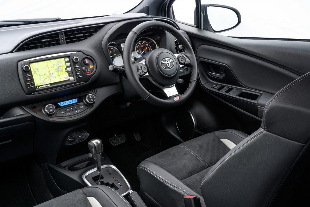 Yaris GR Sport使用與86相同的小盤幅方向盤。 摘自Toyota