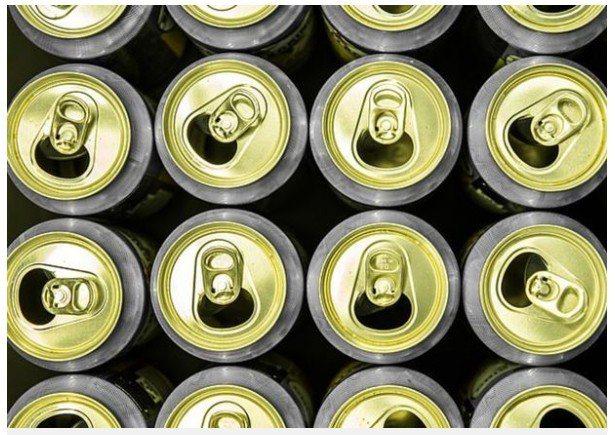 一名工業酒精中毒的越南籍男子,被醫生在一天內灌入15罐啤酒後,成功救回他的性命。...
