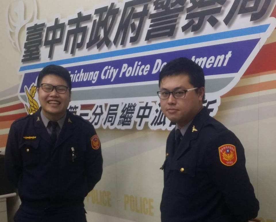 台中警察同事葉柏毅(右)和王顥宇像親兄弟,合力逮毒犯。記者游振昇/翻攝