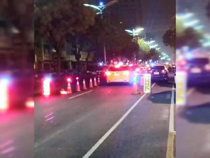 高市警方春節前加強路檢。記者林伯驊/翻攝