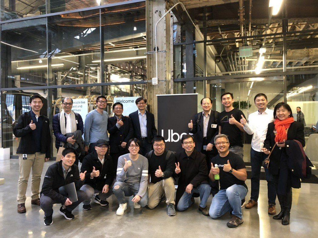 科技部政務次長許有進CES 2019展落幕後,率領15個台灣科技新創團隊參訪位於...