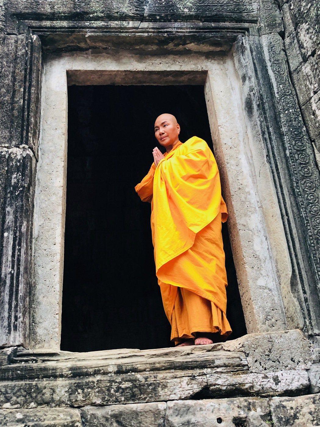 唐美雲到吳哥窟實地取景演出「高僧傳-真諦大師」。圖/民視提供
