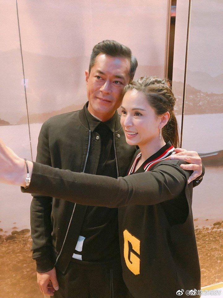 古天樂(左)與李若彤(右)曾搭檔主演「神鵰俠侶」。圖/摘自微博