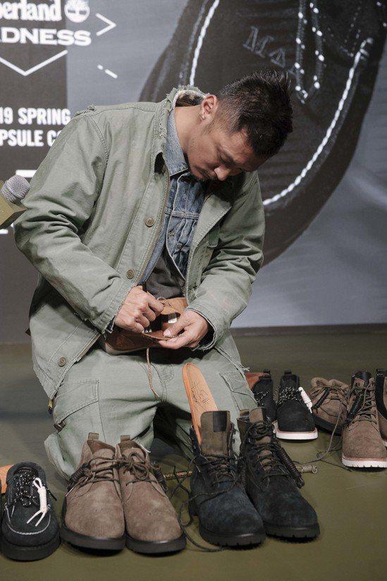 余文樂日前出席與Timberland聯名靴款活動,幫不能親自到場的粉絲簽名於鞋上...