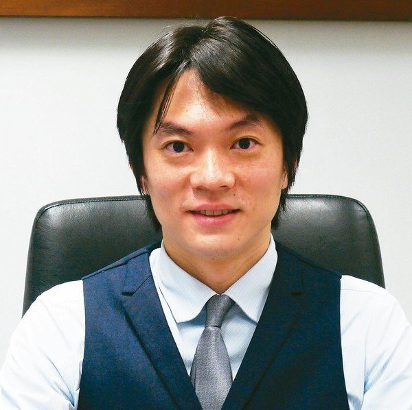 台中市法制局長李善植,希望站在人民立場來服務。 記者洪敬浤/攝影