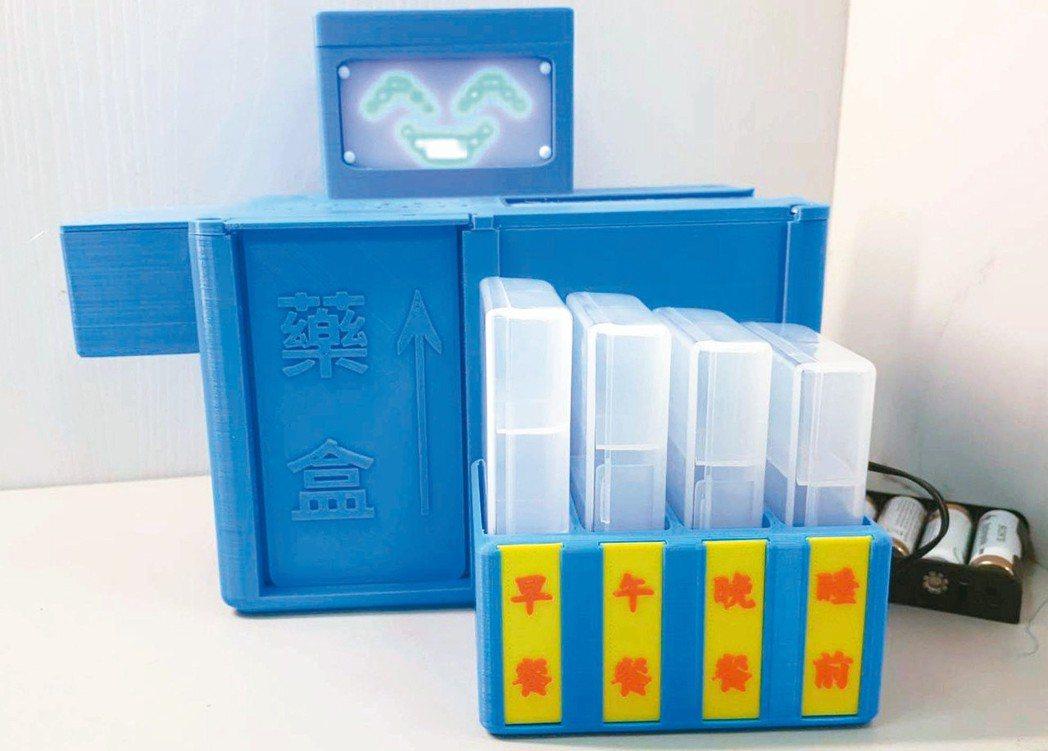 高雄長庚醫院與正修科大聯手開發一款「智慧藥盒」,設定好吃藥時間,藥格子就會主動彈...