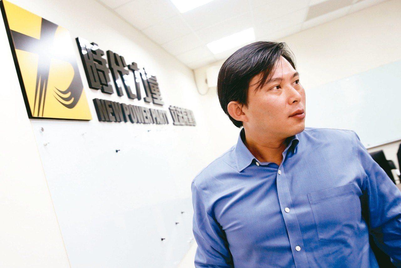 時代力量立法委員黃國昌昨在臉書宣布「卸下黨務」。 記者林伯東/攝影
