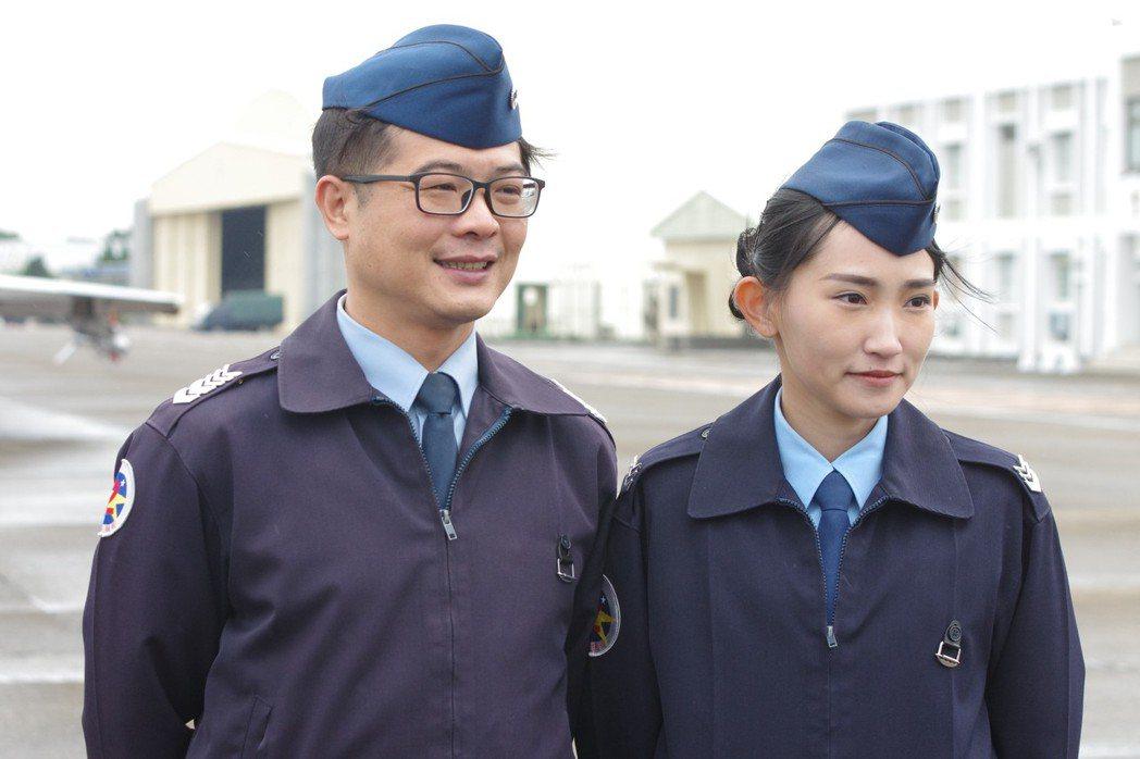 陳聖鴻與劉冠玉,由於招募成績突出,被軍方推出來當受訪代表。 記者程嘉文/攝影