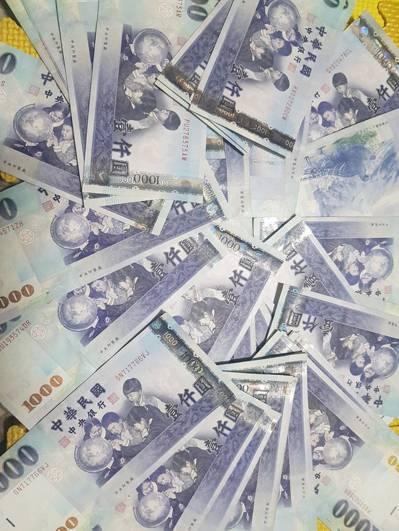 新台幣兌美元今天收盤收30.896元,貶4.5分,且來到近2個月的低點。 聯合報...