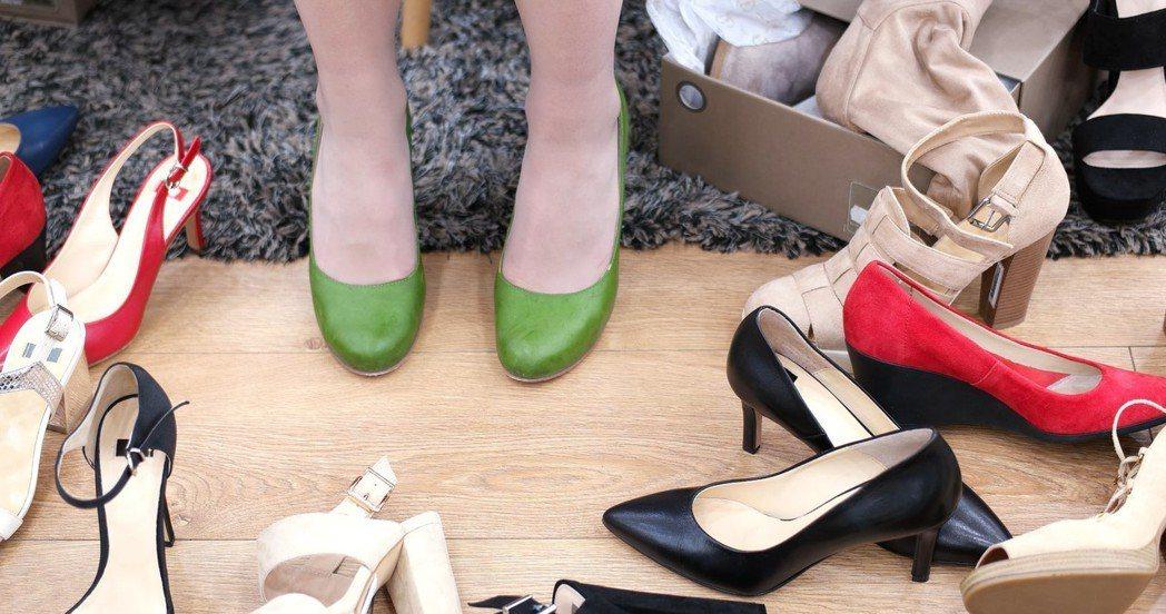 不少女性希望腿部看起來修長,常穿著高跟鞋。圖/ingimage